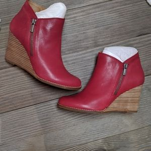 Lucky maroon 8 wedge shoes